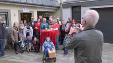Tolles Engagement für Bedürftige! Der Kleidersalon Aumenau feiert ersten Geburtstag.
